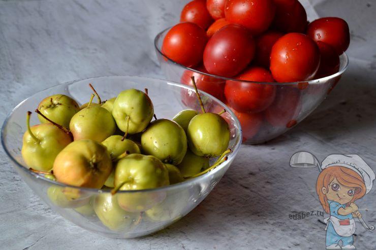 Моем помидоры и яблоки