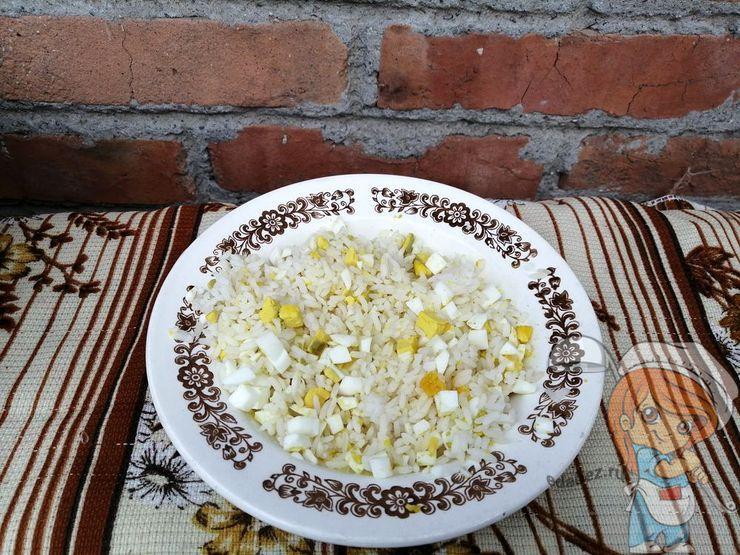 Смешиваем рис с яйцом