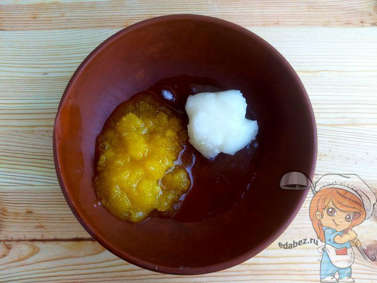 Соединяем мед с кокосовым маслом
