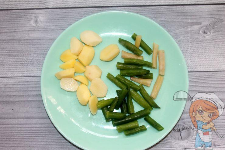 Режем картофель и спаржу