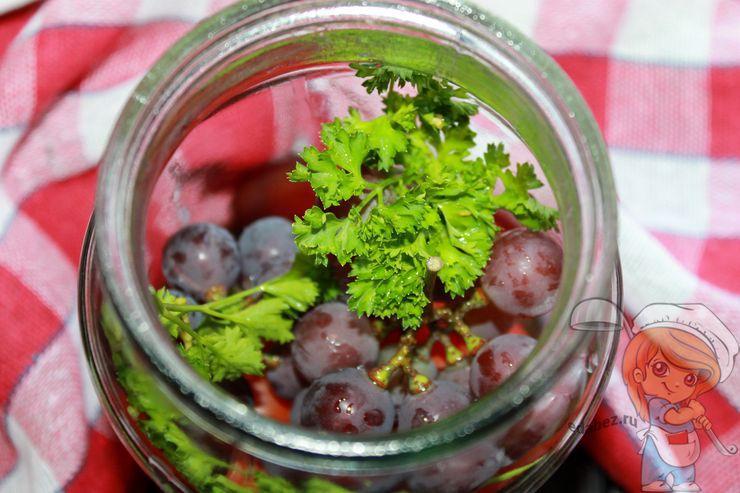 Гроздь винограда и петрушку