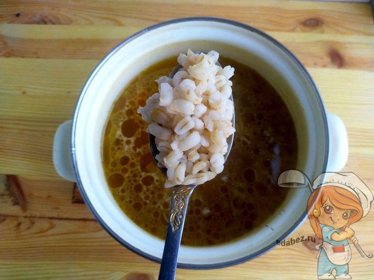Добавляем перловку в суп