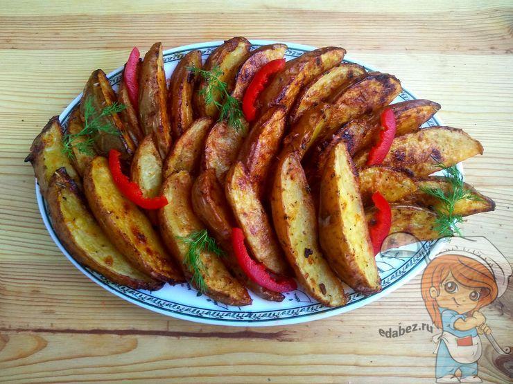 Перекладываем картофель на тарелку