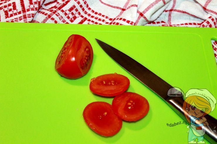 Срезаем боковинки помидоров