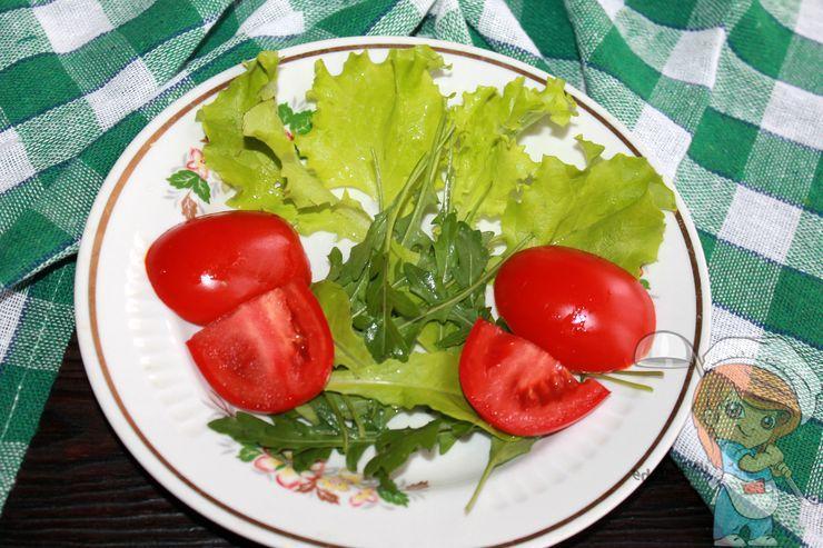 Выкладываем боковушки томатов и сердцевину