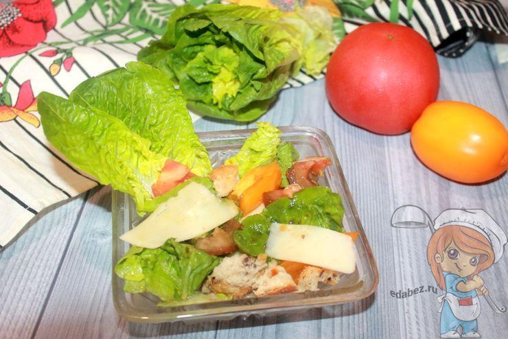 Салат Ромен с помидорами и сыром