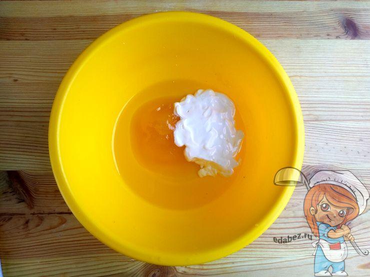 Добавляем воду и мед