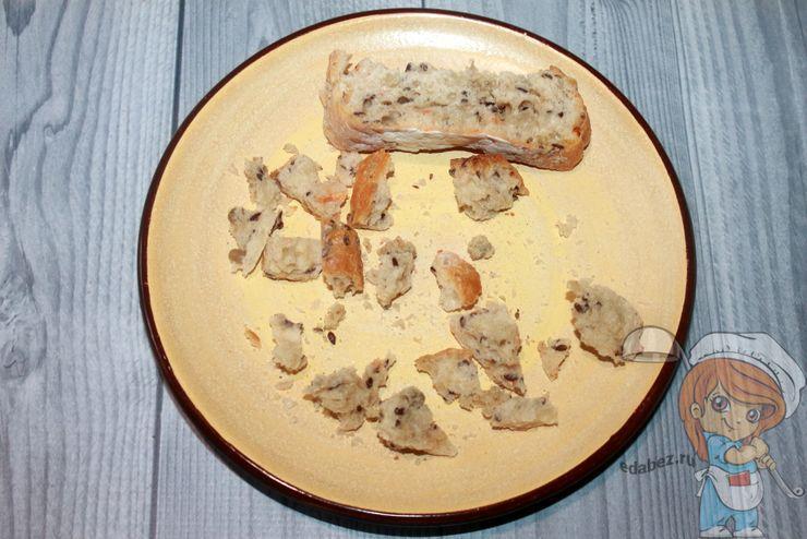 Режем хлеб кубиками