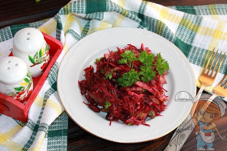 Салат с консервированной красной фасолью, свеклой, огурцами