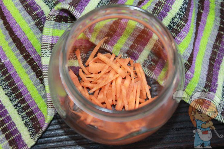 Морковь в банку