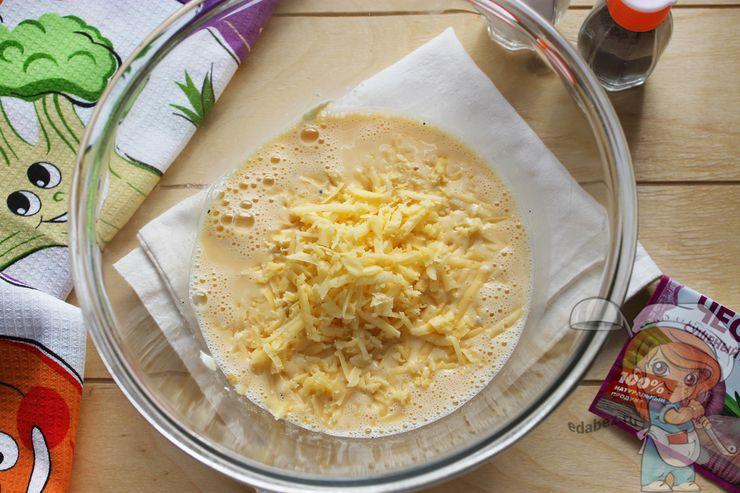 Перемешиваем с сыром
