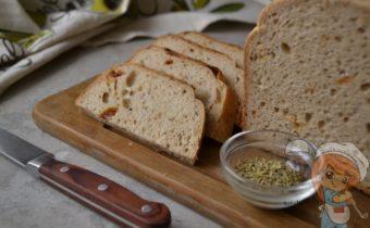 Постный хлеб с вялеными томатами и розмарином - рецепт