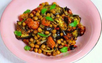 Теплый салат с баклажанами и помидорами в духовке