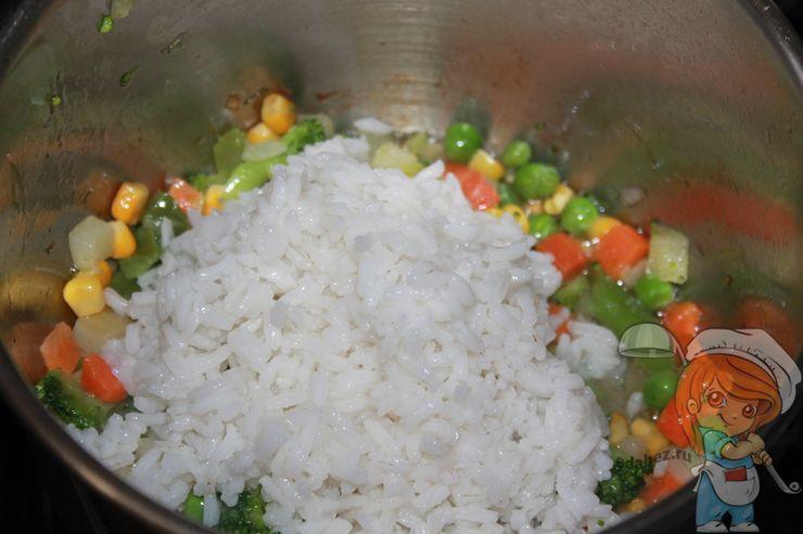 Соединяем овощи с рисом