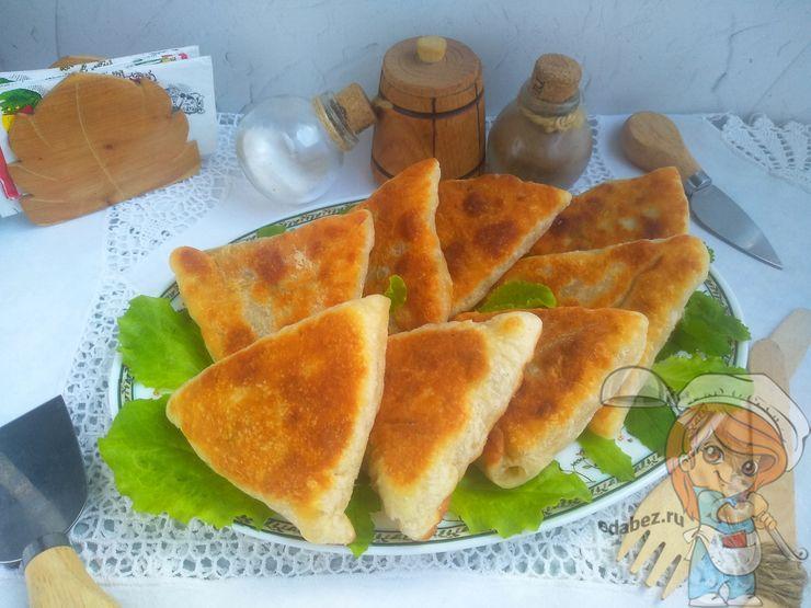 Пирожки с солёными огурцами на сковороде
