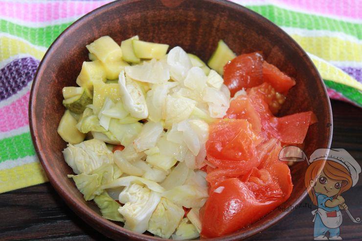 Кладём томаты