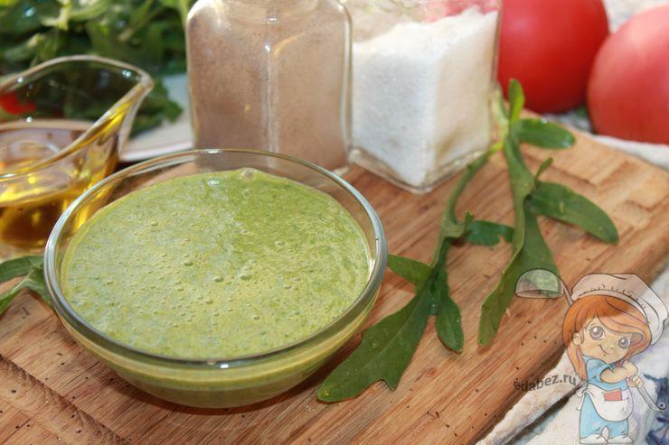 Подача соуса из рукколы
