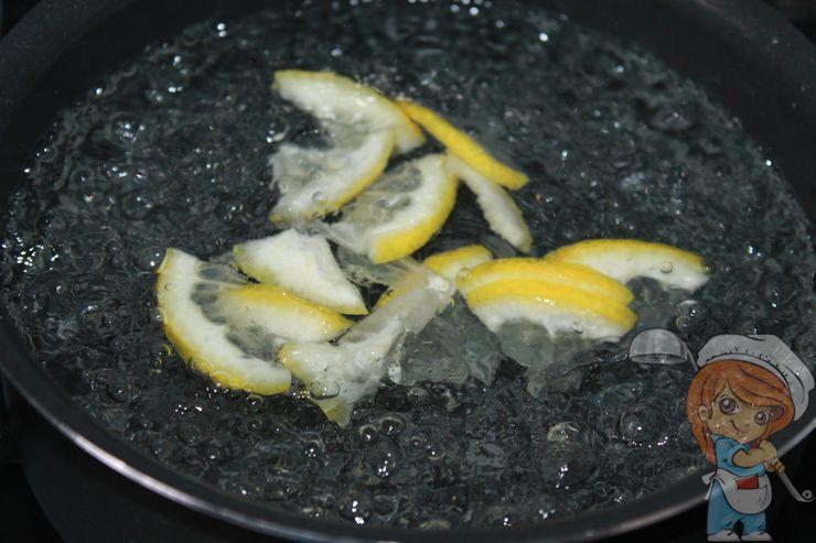 Кипятим воду с лимоном