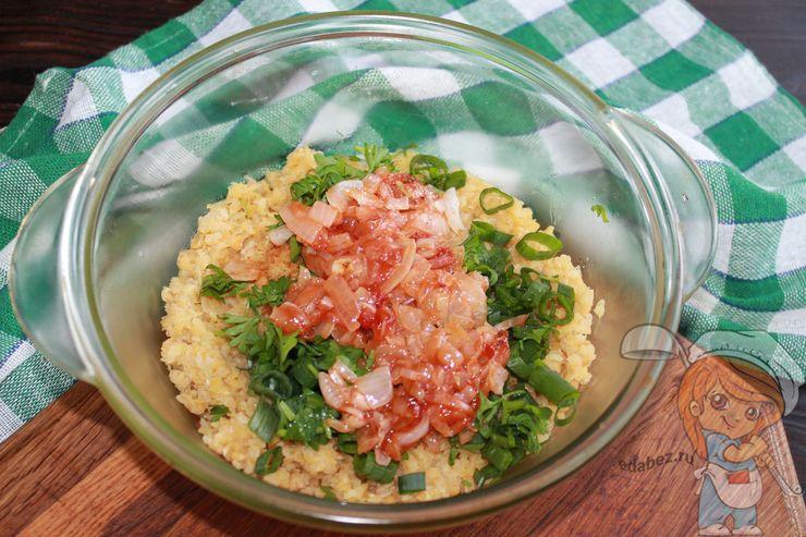 Соединяем томатную пасту с булгуром