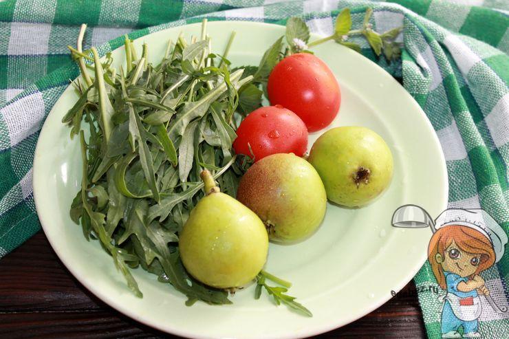 Моем фрукты и зелень