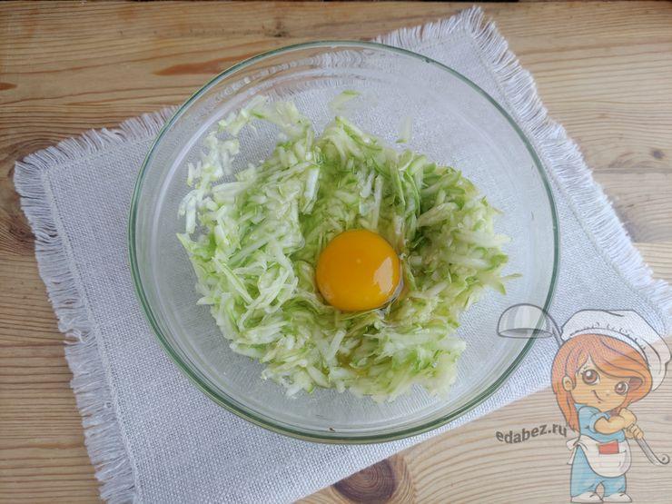 Вбиваю яйцо