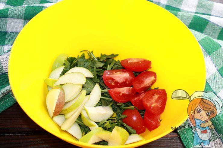 Режем груши и помидоры