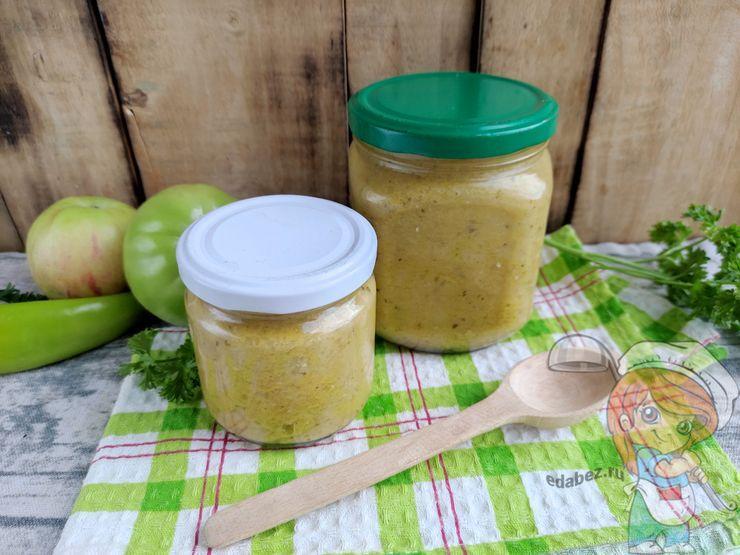 Аджика из зеленых помидор с яблоками и чесноком